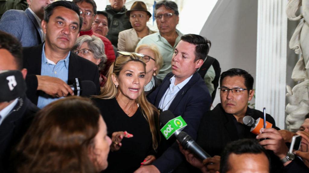 Evo acepta asilo en México mientras una opositora se alista para asumir la Presidencia de Bolivia