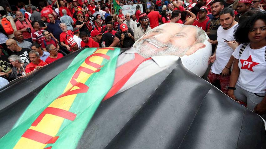 Simpatizantes del expresidente de Brasil Luiz Inácio Lula da Silva en Sao Bernardo do Campo (Brasil)