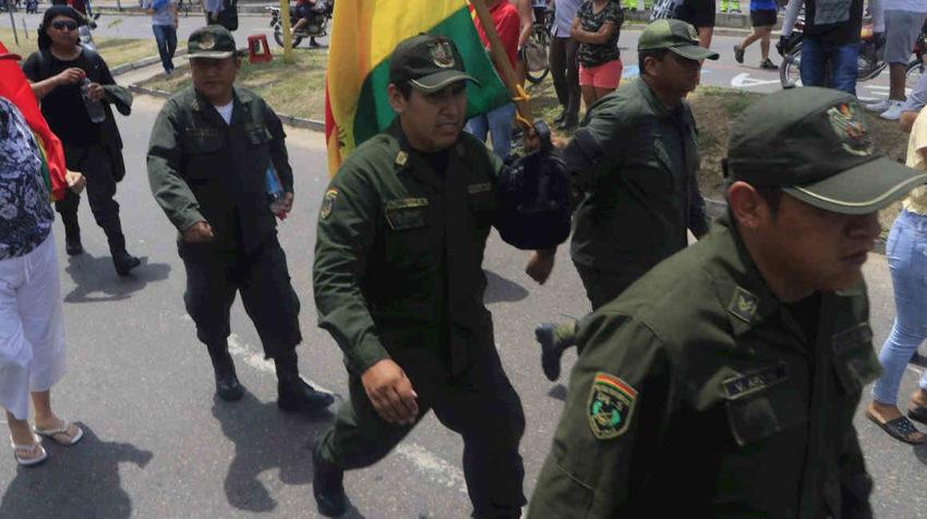 Varias unidades de policía de Bolivia han sido tomadas por los uniformados.