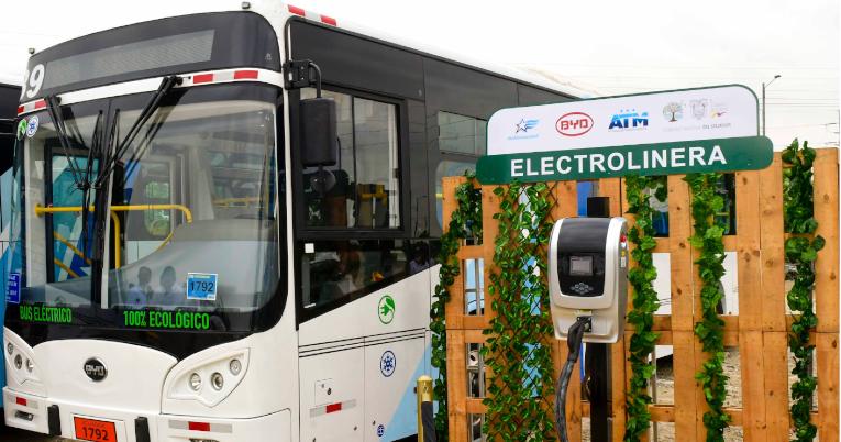 La primera electrolinera del país se inaugura este viernes 8 de noviembre. Con esto, los buses de Saucinc operarán en su total capacidad.