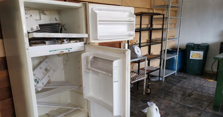 La refrigeradora y cocina del Fogón Quiteño fueron destruídos.