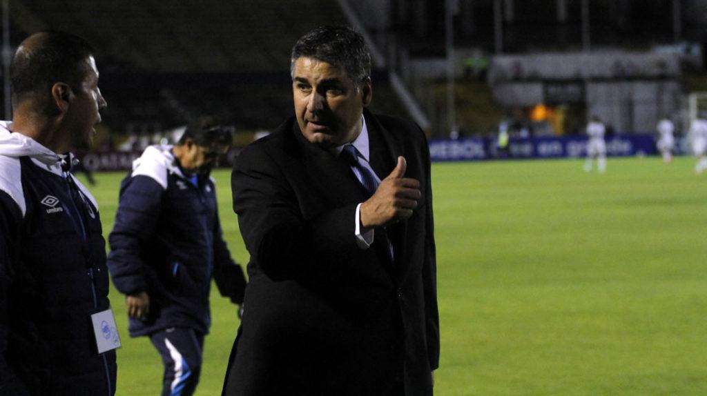 Santiago Escobar buscaría equipo terminado el torneo