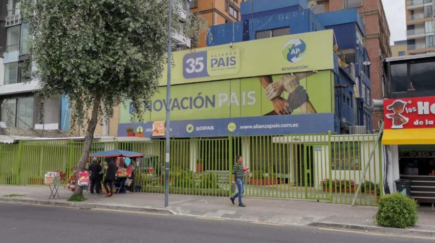 La sede nacional de Alianza País, en Quito, permanece cerrada. Fotografía tomada el 27 de diciembre de 2019.