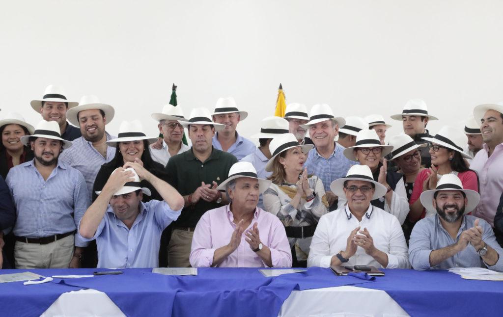 Moreno insiste en bajar salarios, pese a que lo califican de 'populista'