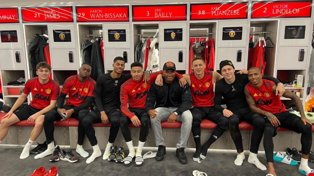 Antonio Valencia visitó a sus excompañeros del Manchester United