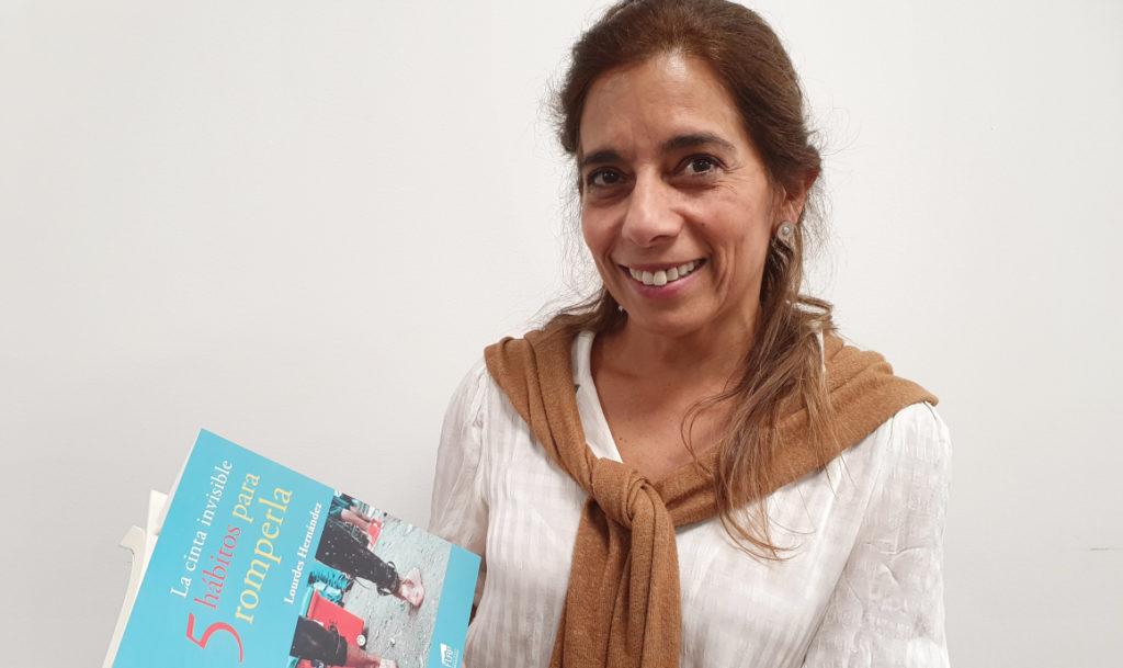 'La cinta invisible, 5 hábitos para romperla', el primer libro de Lourdes Hernández