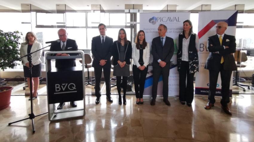 Representantes de los tres multilaterales junto al presidente de la BVQ y al presidente de Banco Pichincha.