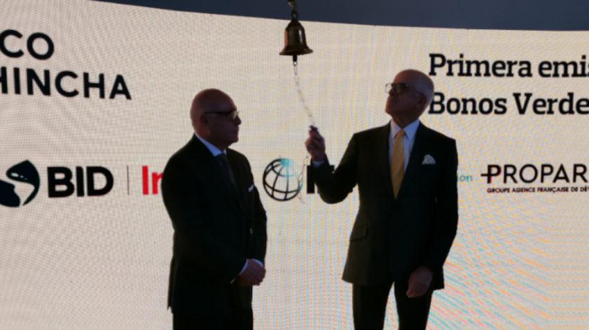 En la foto el presidente de la BVQ y el presidente de Banco Pichincha.