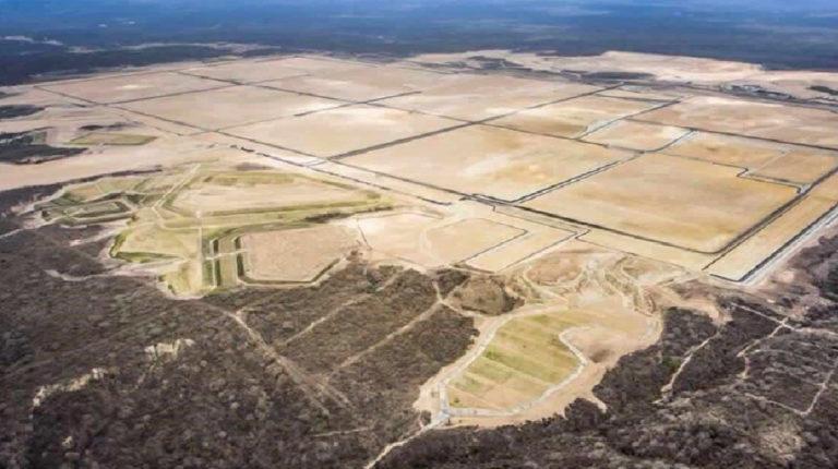 Fotografía aérea del terreno de la Refinería del Pacífico.