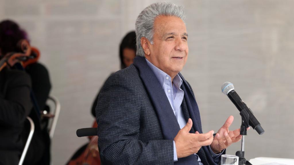 Moreno le agradece los servicios al embajador Carrión
