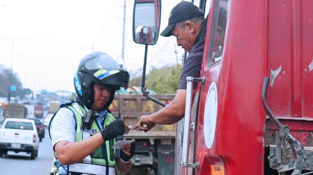 El PSC aboga por armar a los agentes de tránsito y a la policía metropolitana