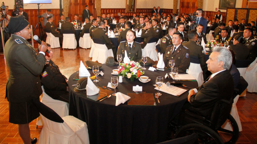 El presidente Moreno almorzó con un grupo de policías, que fueron afectados durante las manifestaciones, el 23 de octubre de 2019.