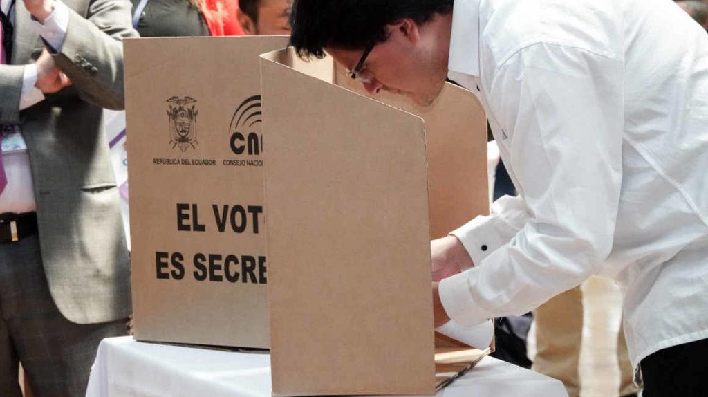 """Ecuador, uno de los 54 estados con democracia """"defectuosa"""""""