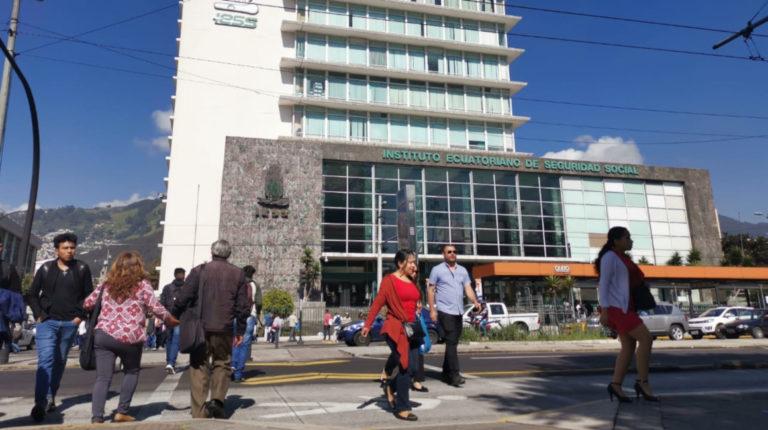 Edificio del Instituto Ecuatoriano de Seguridad Social (IESS), en el norte de Quito.