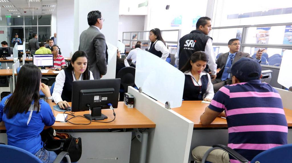 Ministerio de Trabajo ve imposible reducción permanente de sueldos de la burocracia