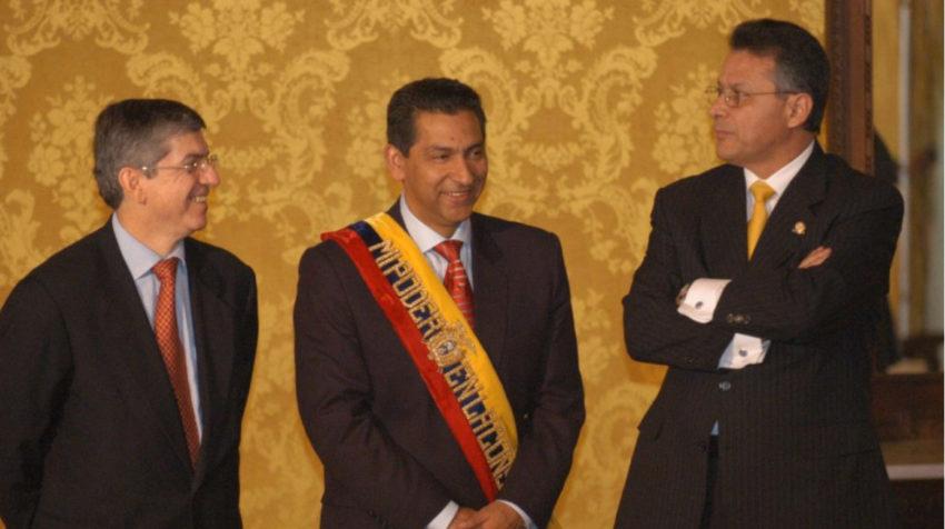 El entonces presidente Lucio Gutiérrez, durante una reunión de Gabinete en Carondelet, en diciembre de 2003.