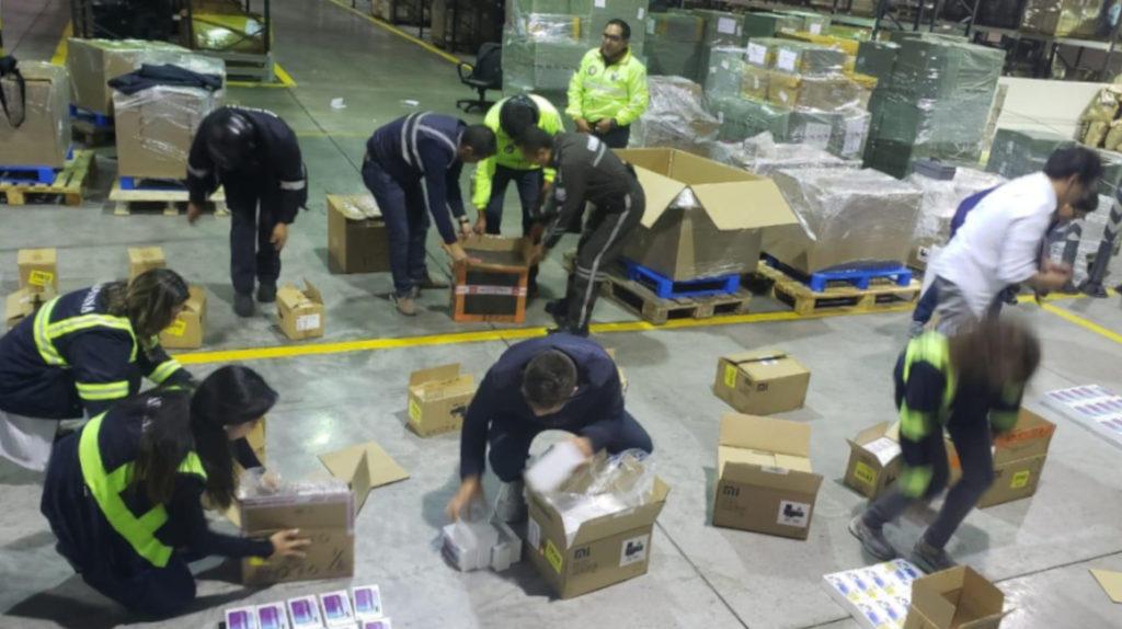 Productos ilegales se 'filtran' por internet, envíos de migrantes y las bahías