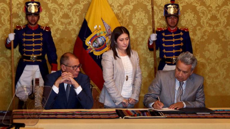 El 5 de junio de 2017, el presidente Lenín Moreno firmó el Decreto de creación del Frente de Transparencia y Lucha Contra la Corrupción.