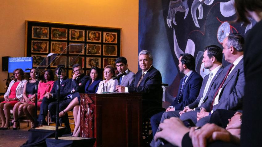 El presidente Moreno, las autoridades de control, de Anticorrupción y de la ONU, el 19 de mayo de 2019, durante la presentación de la comisión de expertos internacionales de lucha contra la corrupción.