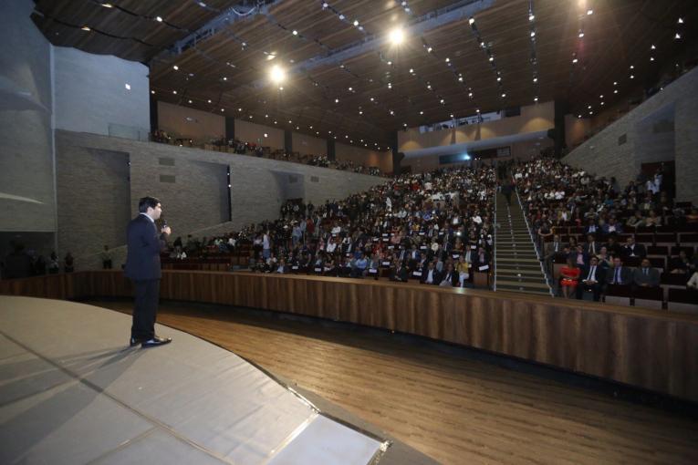 El vicepresidente Otto Sonnenholzner, durante la inauguración del FAVL 2019, el pasado 15 de noviembre, en el Teatro Benjamín Carrión Mora.