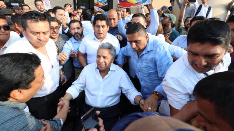 El presidente Moreno acompañado del secretario de Comunicación, Gabriel Arroba, el 8 de octubre de 2019 en Guayaquil.