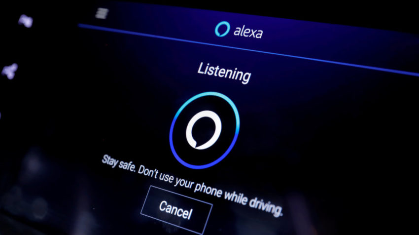 La pantalla en un Cadillac XT6 SUV muestra a Alexa en el sistema de infoentretenimiento en el stand de Amazon durante el CES 2020 en Las Vegas.