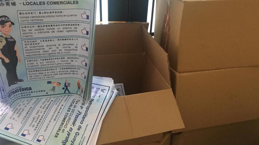 Los 3.000 trípticos en mandarín que la Policía repartió en diciembre en Guayaquil.