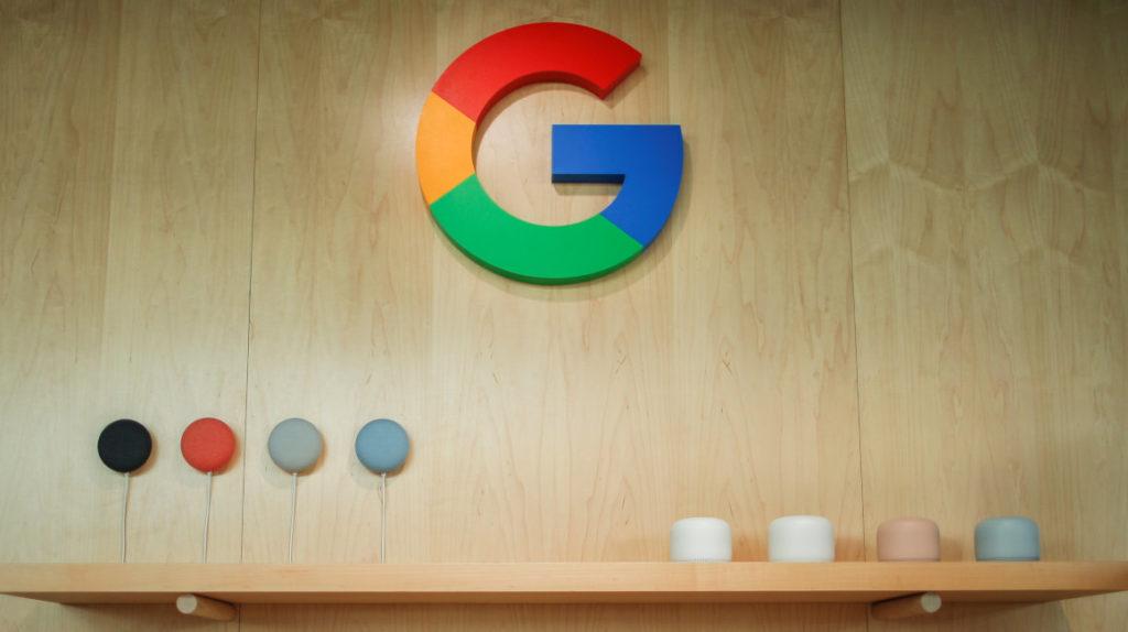 """Demandan a Google por """"copiar"""" tecnología de altavoces inteligentes"""