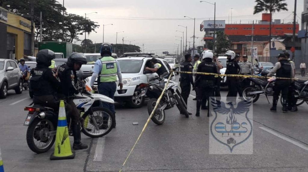Policía se enfrenta a cuatro ladrones en Guayaquil