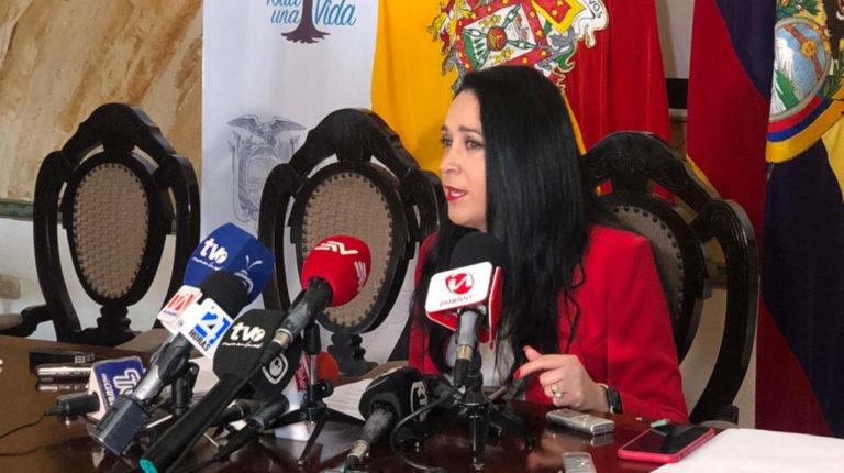 Dora Ordóñez durante una rueda de prensa en la Gobernación del Azuay, el 10 de enero de 2020.
