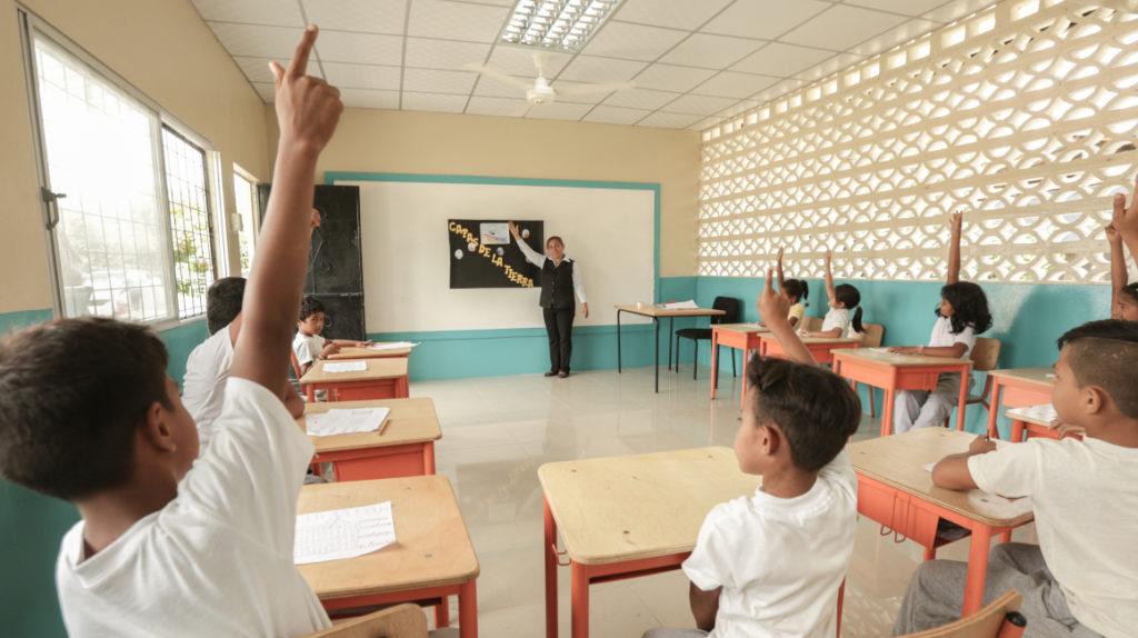 La fe no alcanzó para inaugurar las escuelas prometidas en 2019