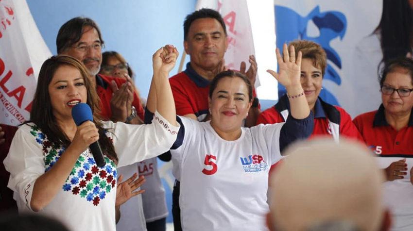 Paola Pabón, candidata a la prefectura de Pichincha, y Luisa Maldonado, candidata a la alcaldía de Quito, en la campaña de Fuerza Compromiso Social para las seccionales 2019.