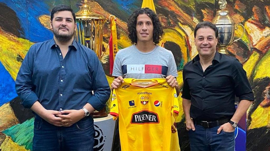 William Riveros firmó por cuatro años con Barcelona