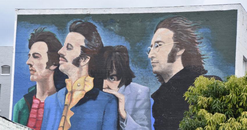 'The Beatles', creado por Héctor Ponce y restaurado en 2017 en compañía de su hijo Levi Ponce, en Hollywood, California (EE.UU).
