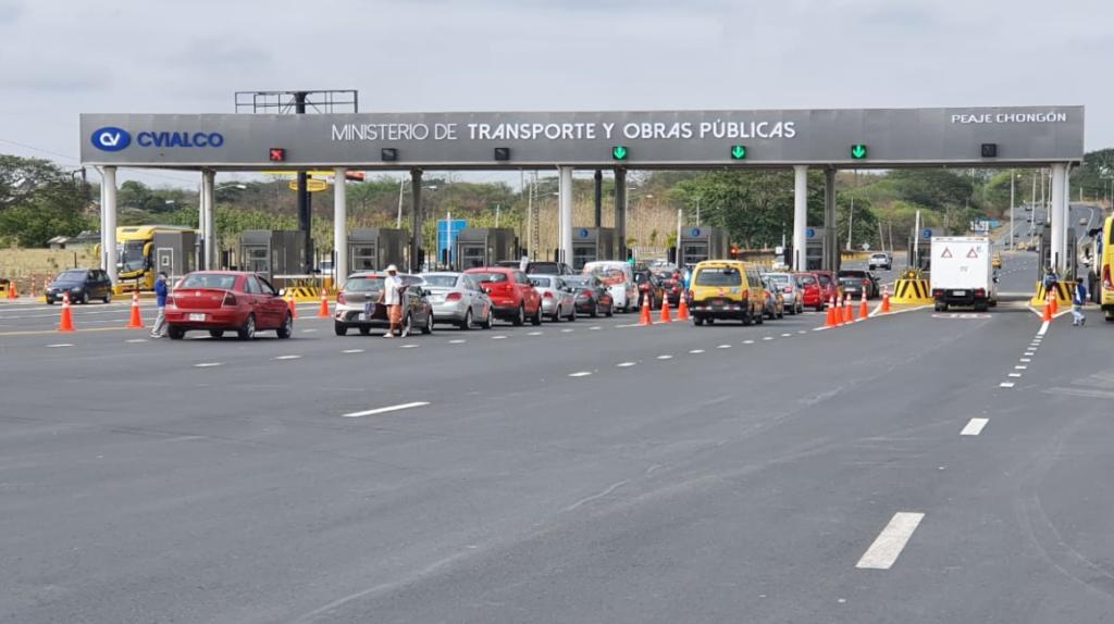 Operaciones y cobros en los peajes de las carreteras se reanudan en el país