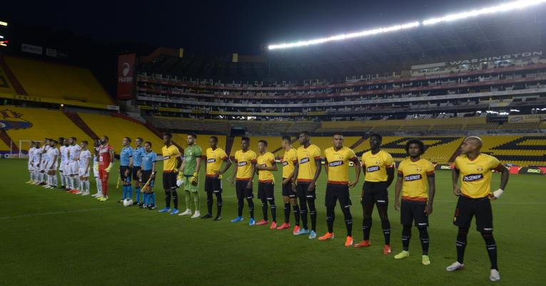 Solo los medios de comunicación tuvieron acceso al estadio Monumental.