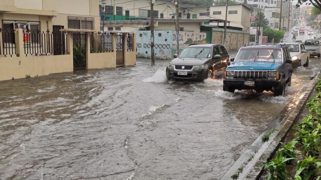 """Municipio de Guayaquil: """"¿Por qué hay acumulación de agua? Señores porque llueve"""""""