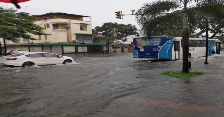 Zonas como Urdesa y Miraflores resultaron inundadas en Guayaquil el pasado 26 de febrero.