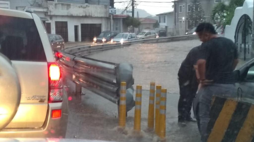 Tormenta eléctrica inunda Guayaquil