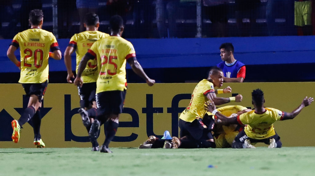 Barcelona goleó en Paraguay y se mete en fase de grupos de Libertadores