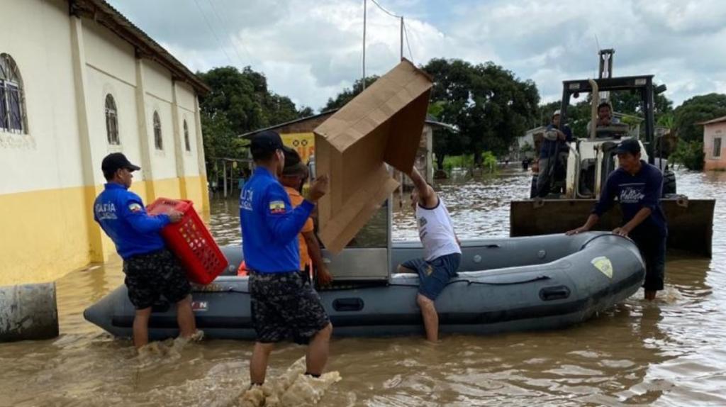 200 familias dejan sus hogares por el temporal en Guayas