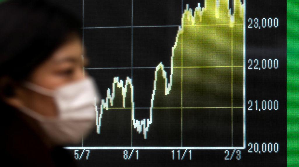 Petróleo cae a su menor nivel en un año y riesgo país sube de nuevo