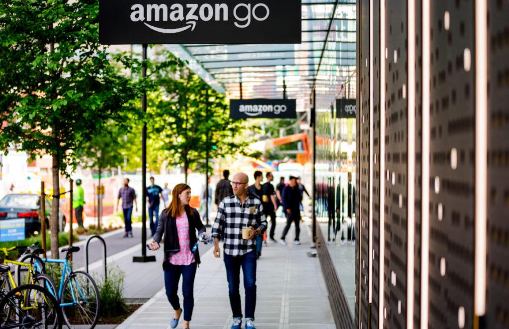 Amazon abre en Estados Unidos su primer supermercado sin cajeros humanos