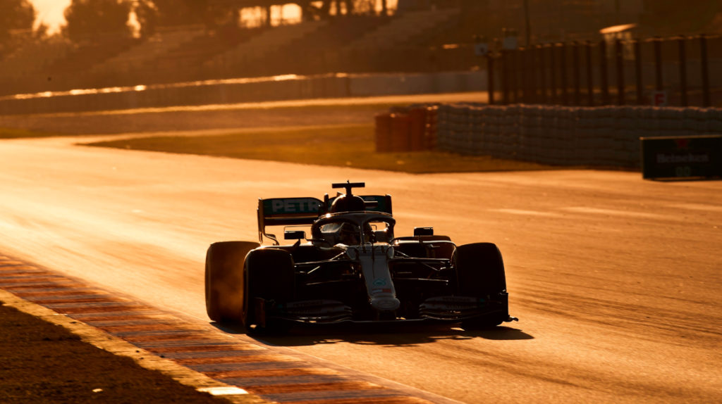 Hamilton abre la pretemporada de la F1 como el más rápido en Barcelona