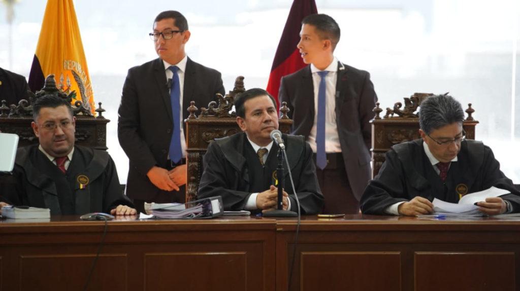 Justicia ordena la captura de Rafael Correa y 17 sentenciados en caso Sobornos