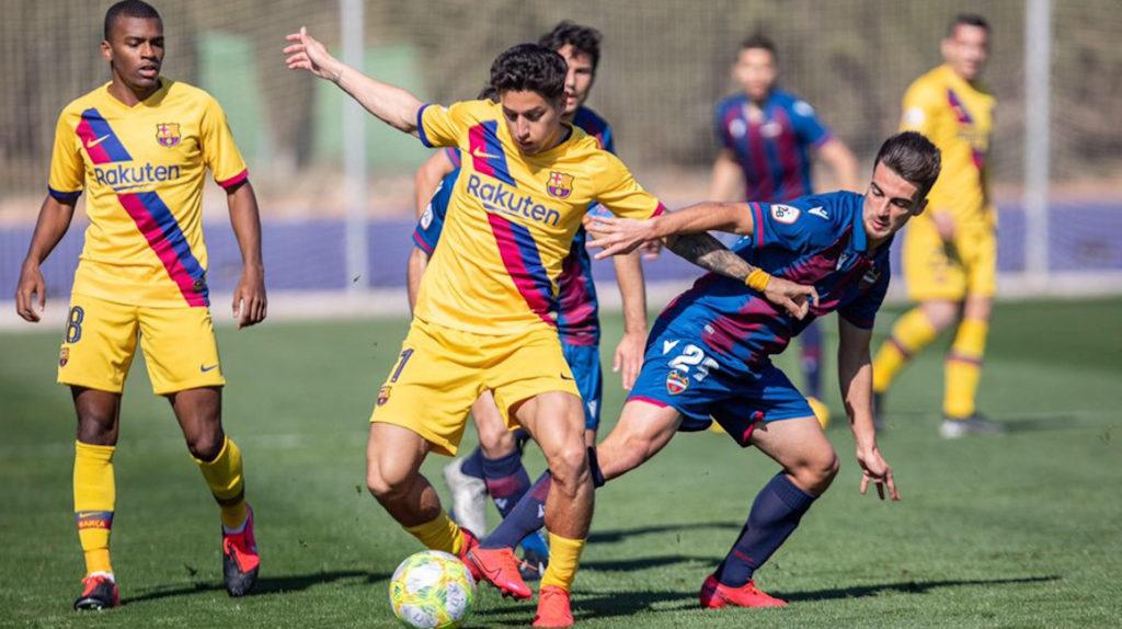 Kike Saverio marca su quinto gol en la remontada del FC Barcelona B