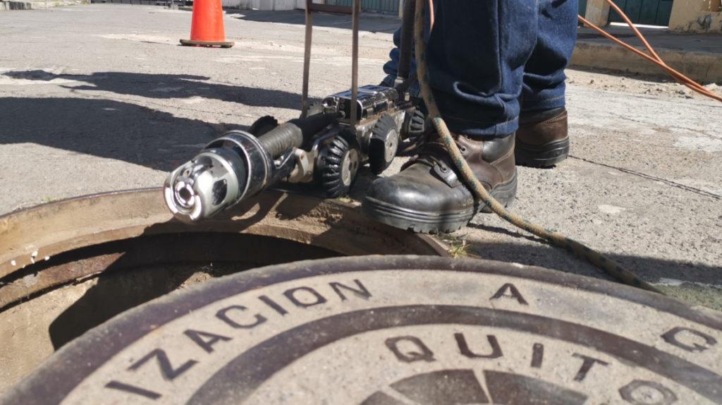 12 robots hacen una 'endoscopia' a las alcantarillas de Quito