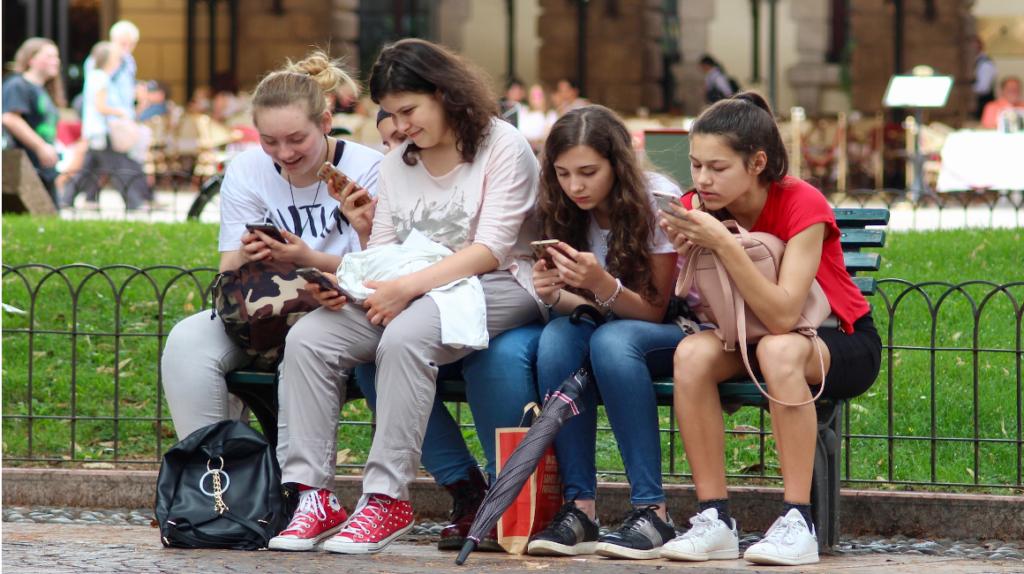 """""""No los dejemos solos con un celular"""": mamá de víctima del rompecráneos"""
