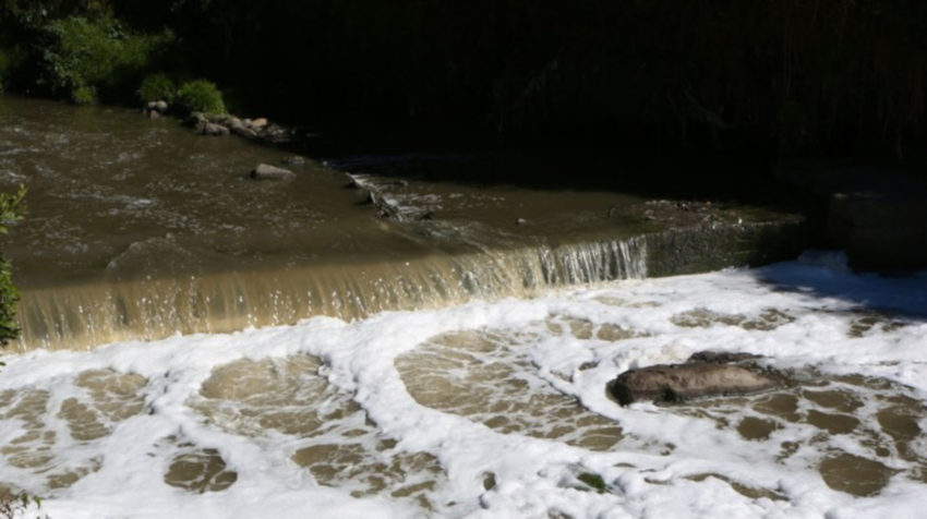 El río San Pedro también está contaminado.