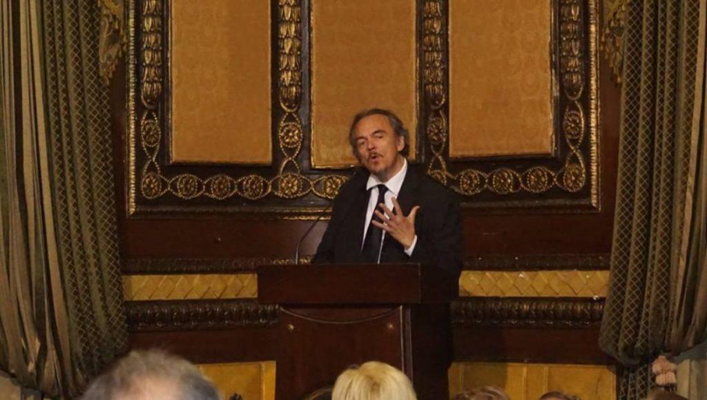Melvin Hoyos fuera de la Dirección de Cultura del Municipio de Guayaquil